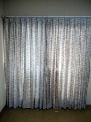 汚いカーテン