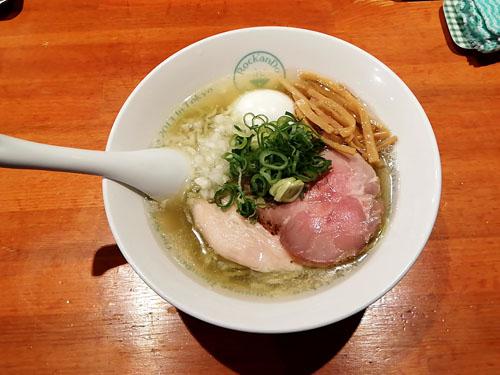 六感堂池袋塩グリーン麺味玉つき